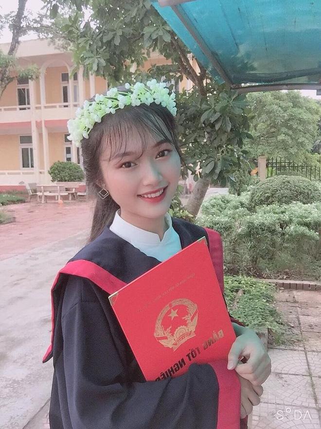 Cô bạn xinh như hot girl đạt 3 điểm 10 thi tốt nghiệp: Bố mất sớm, gia đình cận nghèo, thức học đến 6h sáng - Ảnh 2.
