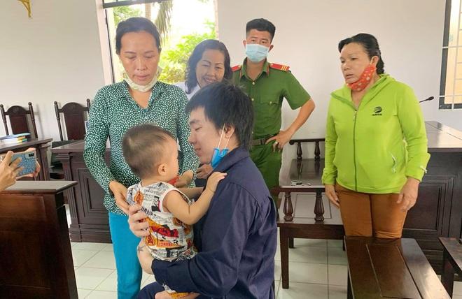 Người cha say rượu đánh con trai ruột 4 tháng tuổi gãy cả 2 chân lãnh 78 tháng tù - Ảnh 3.