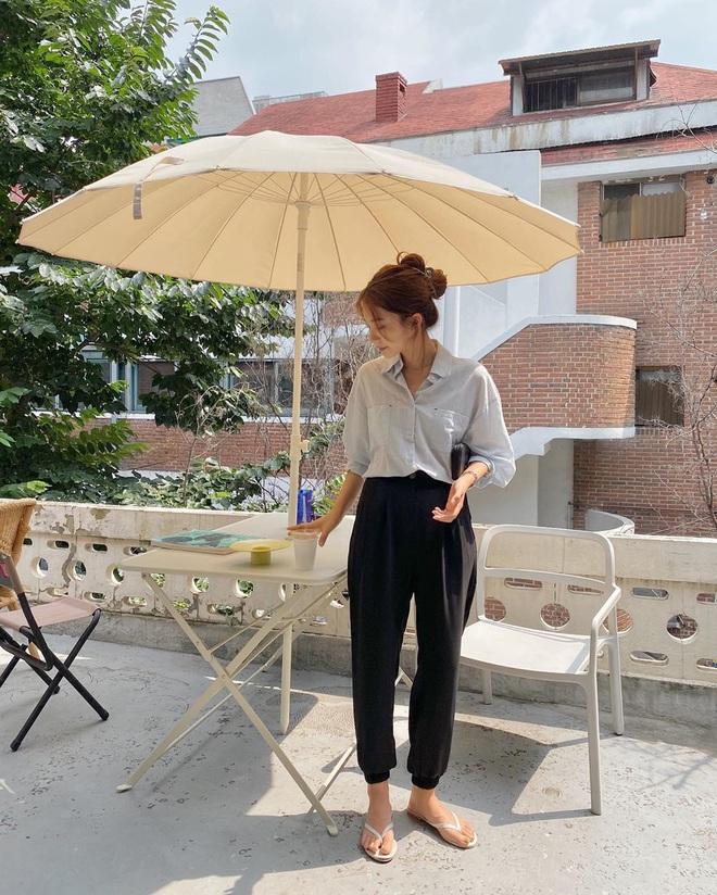 4 kiểu dép các nàng nên sắm để diện vào ngày mưa, style vừa đẹp xịn vừa không sợ lấm bẩn như đi giày - Ảnh 7.