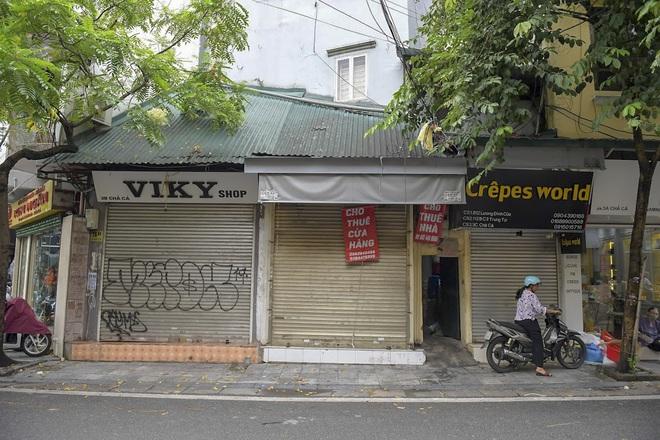 Clip, ảnh: Hàng loạt cửa hàng ở phố cổ Hà Nội lần thứ hai lao đao vì dịch Covid-19 - Ảnh 12.