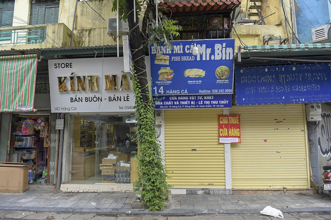 Clip, ảnh: Hàng loạt cửa hàng ở phố cổ Hà Nội lần thứ hai lao đao vì dịch Covid-19 - Ảnh 13.
