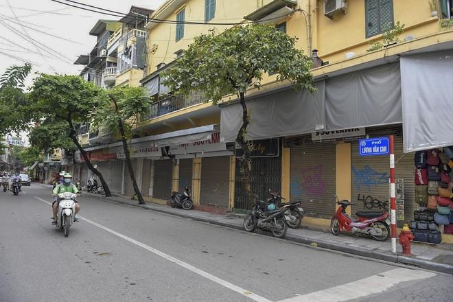 Clip, ảnh: Hàng loạt cửa hàng ở phố cổ Hà Nội lần thứ hai lao đao vì dịch Covid-19 - Ảnh 15.