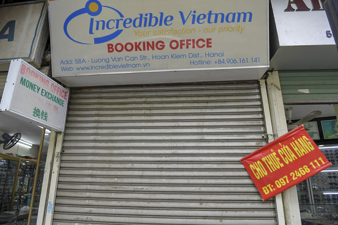 Clip, ảnh: Hàng loạt cửa hàng ở phố cổ Hà Nội lần thứ hai lao đao vì dịch Covid-19 - Ảnh 16.