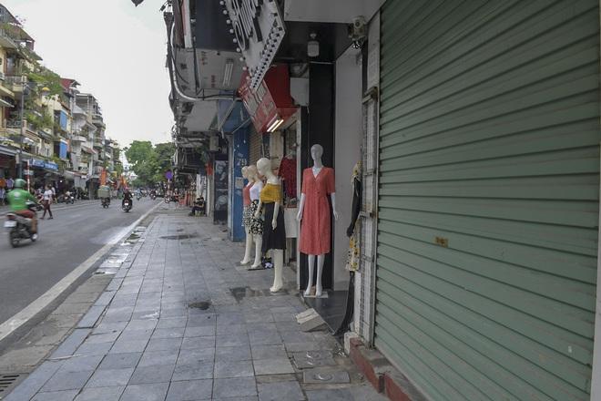 Clip, ảnh: Hàng loạt cửa hàng ở phố cổ Hà Nội lần thứ hai lao đao vì dịch Covid-19 - Ảnh 8.