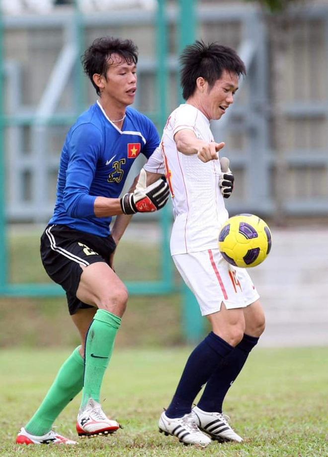 Đức Huy cà khịa hai đàn anh lớn tuổi nhất Hà Nội FC vì đăng nhiều status và chỉ biết uống nước lọc - ảnh 1