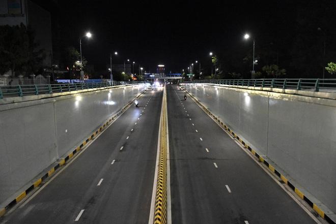 Những con phố lặng thinh trong đêm cuối tuần cách ly xã hội ở Đà Nẵng - ảnh 20