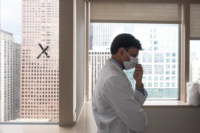 Đó là cơn ác mộng dài đến đáng sợ: Trải lòng của bệnh nhân Covid-19 đầu tiên được ghép phổi tại Mỹ sau khi trở về từ cõi chết - ảnh 2