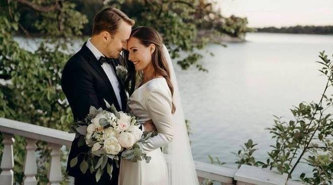 Nữ Thủ tướng Phần Lan tổ chức lễ cưới chỉ với 40 khách mời do Covid-19 - ảnh 1