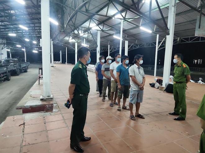 Phát hiện 6 người đi bộ ven biển từ Đà Nẵng về Huế để trốn cách ly - ảnh 1