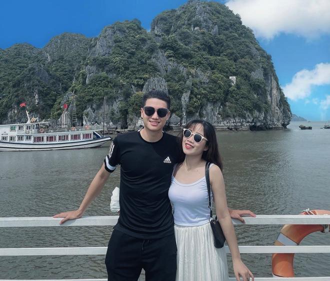 Cầu thủ Việt đưa người yêu đi chơi nhân đợt nghỉ dịch, người không thể về thăm vợ con vì thành phố đóng cửa - ảnh 1