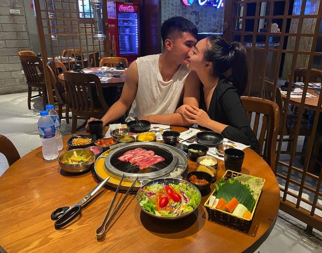 Cầu thủ Việt đưa người yêu đi chơi nhân đợt nghỉ dịch, người không thể về thăm vợ con vì thành phố đóng cửa - ảnh 2