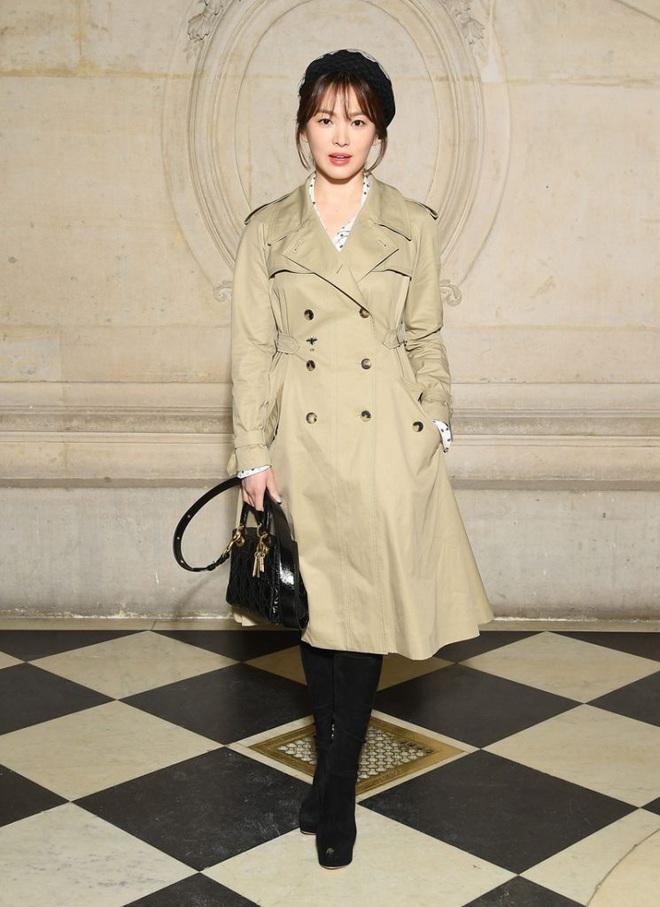 Nghịch lý Song Hye Kyo: Làm mẫu thời trang thì bị chê, quảng bá trang sức lại sang như bà hoàng - Ảnh 1.