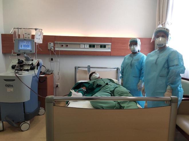 Nữ nhân viên công ty Trường Sinh tình nguyện hiến huyết tương điều trị cho bệnh nhân mắc Covid-19 nặng, nguy kịch - ảnh 1