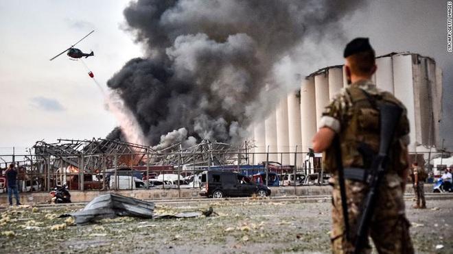 Tiết lộ ngỡ ngàng về vụ nổ thảm họa tại Lebanon: Nguyên chuyến tàu khổng lồ chở toàn vật liệu nổ đậu ở cảng hàng năm trời, lý do tại sao? - ảnh 1