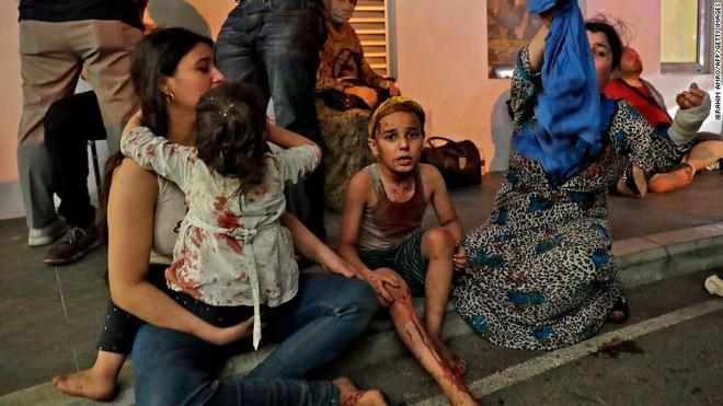 Tiết lộ ngỡ ngàng về vụ nổ thảm họa tại Lebanon: Nguyên chuyến tàu khổng lồ chở toàn vật liệu nổ đậu ở cảng hàng năm trời, lý do tại sao? - ảnh 10