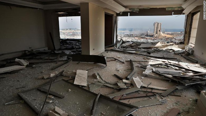 Tiết lộ ngỡ ngàng về vụ nổ thảm họa tại Lebanon: Nguyên chuyến tàu khổng lồ chở toàn vật liệu nổ đậu ở cảng hàng năm trời, lý do tại sao? - ảnh 8