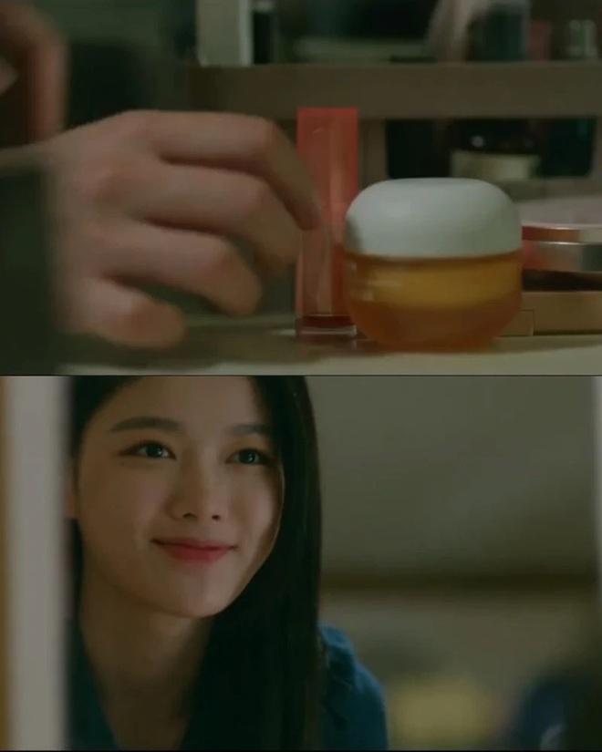 """Kim Yoo Jung quá đẹp nên chỉ đánh son dưỡng nhàn nhạt trong """"Backstreet Rookie"""" vẫn xinh hết sức - ảnh 4"""