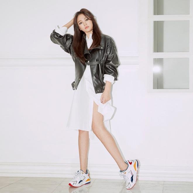 Nghịch lý Song Hye Kyo: Làm mẫu thời trang thì bị chê, quảng bá trang sức lại sang như bà hoàng - Ảnh 2.