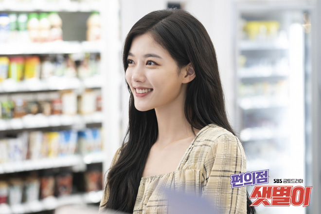 """Kim Yoo Jung quá đẹp nên chỉ đánh son dưỡng nhàn nhạt trong """"Backstreet Rookie"""" vẫn xinh hết sức - ảnh 3"""