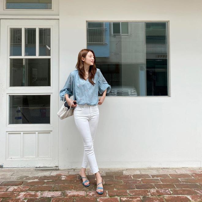 Nàng nào cũng sẽ muốn sắm cho bằng hết 5 kiểu giày dép hợp cạ với quần jeans vì diện lên là đẹp mì ăn liền - ảnh 1