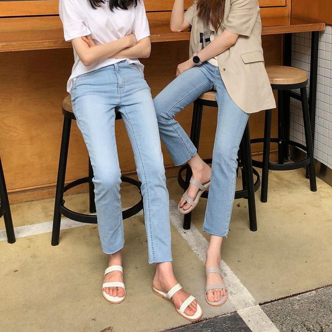 Nàng nào cũng sẽ muốn sắm cho bằng hết 5 kiểu giày dép hợp cạ với quần jeans vì diện lên là đẹp mì ăn liền - ảnh 4