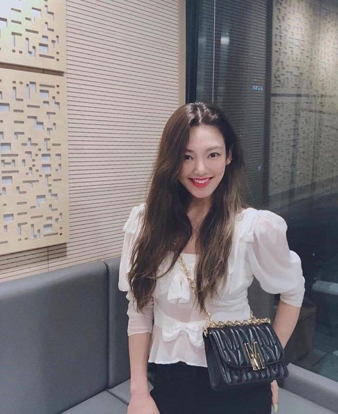 Ngắm outfit của sao Hàn, bạn học được khối tuyệt kỹ mix&match cực hay để có set đồ xinh bất bại - ảnh 4