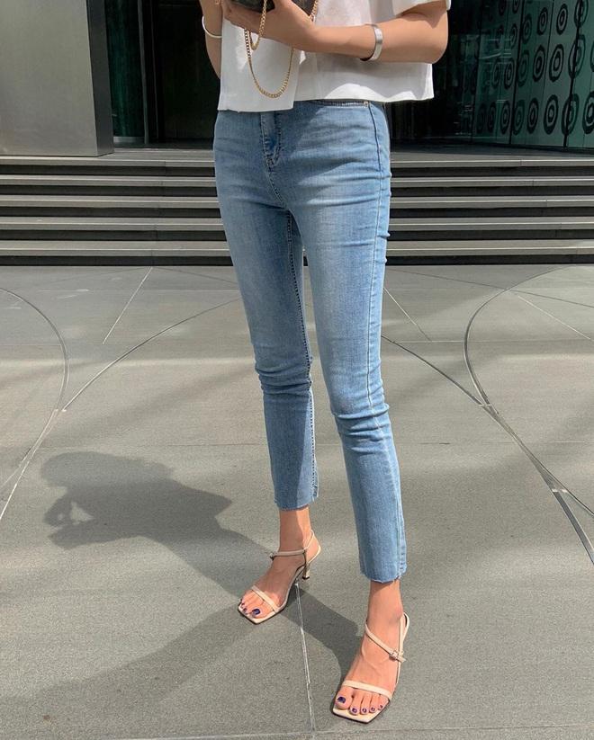 Nàng nào cũng sẽ muốn sắm cho bằng hết 5 kiểu giày dép hợp cạ với quần jeans vì diện lên là đẹp mì ăn liền - ảnh 13