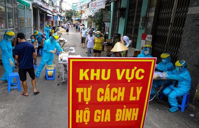 Những 'chiến binh' CDC Đà Nẵng quay cuồng truy vết virus chết người - ảnh 13