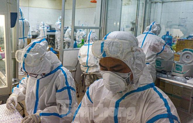 Những 'chiến binh' CDC Đà Nẵng quay cuồng truy vết virus chết người - ảnh 3