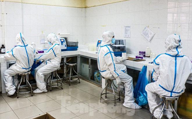 Những 'chiến binh' CDC Đà Nẵng quay cuồng truy vết virus chết người - ảnh 7