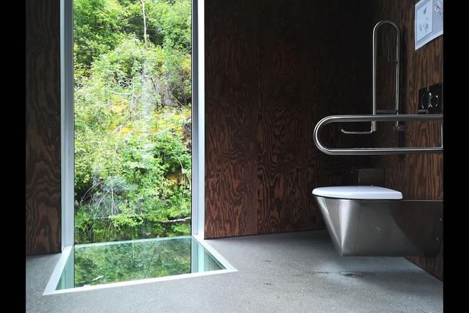 """Những thiết kế nhà vệ sinh như """"đến từ hành tinh khác"""", quái dị tới mức du khách chẳng dám bước chân vào trải nghiệm - Ảnh 4."""