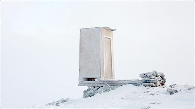 """Những thiết kế nhà vệ sinh như """"đến từ hành tinh khác"""", quái dị tới mức du khách chẳng dám bước chân vào trải nghiệm - Ảnh 17."""