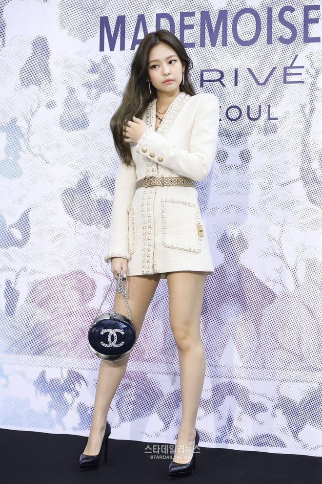 4 năm làm nên kỳ tích của cả châu Á BLACKPINK: Đằng sau bộ váy công chúa dát vàng ẩn giấu một đôi giày vải sờn rách - Ảnh 6.