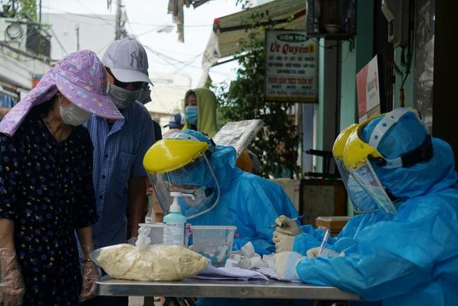Lịch trình của 2 ca Covid-19 đầu tiên ở Quảng Trị: Bệnh nhân tới các quán cà phê, rạp phim - ảnh 1