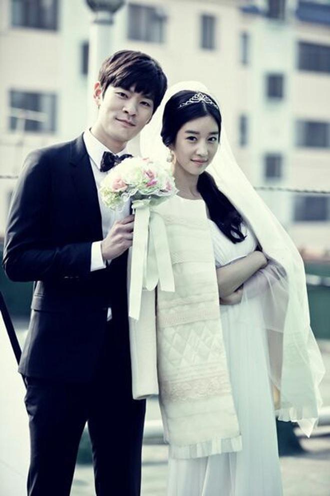 5 lần cặp kè trai đẹp ít ai nhớ của Seo Ye Ji: Hôn trộm Park Seo Joon có hot bằng MV mùi mẫn với G-Dragon? - ảnh 12
