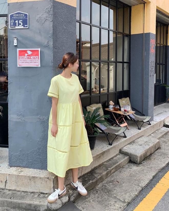 Cứ mix 5 kiểu váy sau với giày sneaker, bạn sẽ được nhân đôi vẻ sành điệu và xịn sò - ảnh 14