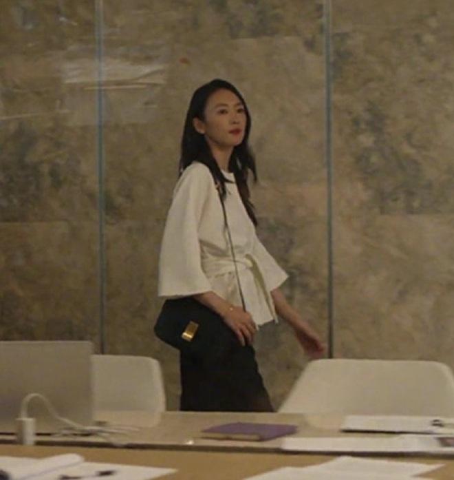 Xem 30 Chưa Phải Là Hết, nàng công sở tăm tia được ngay cả loạt áo vừa xinh vừa sang - ảnh 8