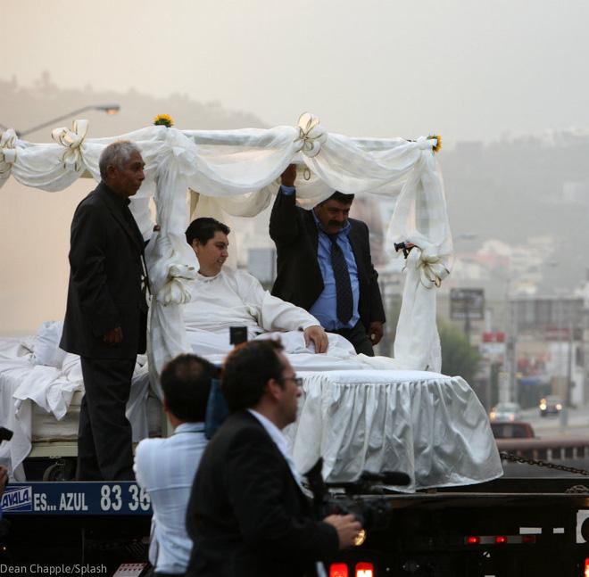 Cận cảnh cuộc sống của người đàn ông nặng nhất thế giới gần 600kg, cả khi cưới và lúc chết đưa tang đều phải thuê xe tải cỡ lớn - ảnh 10