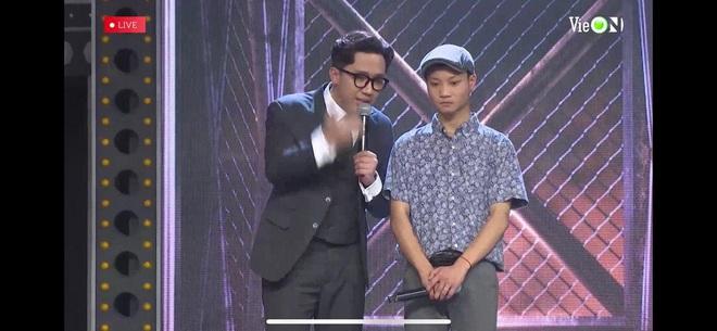 Thí sinh mang heo đất lên sân khấu Rap Việt khiến Trấn Thành tưởng là Trường Giang, gây ra mâu thuẫn giữa Wowy và Binz - ảnh 1