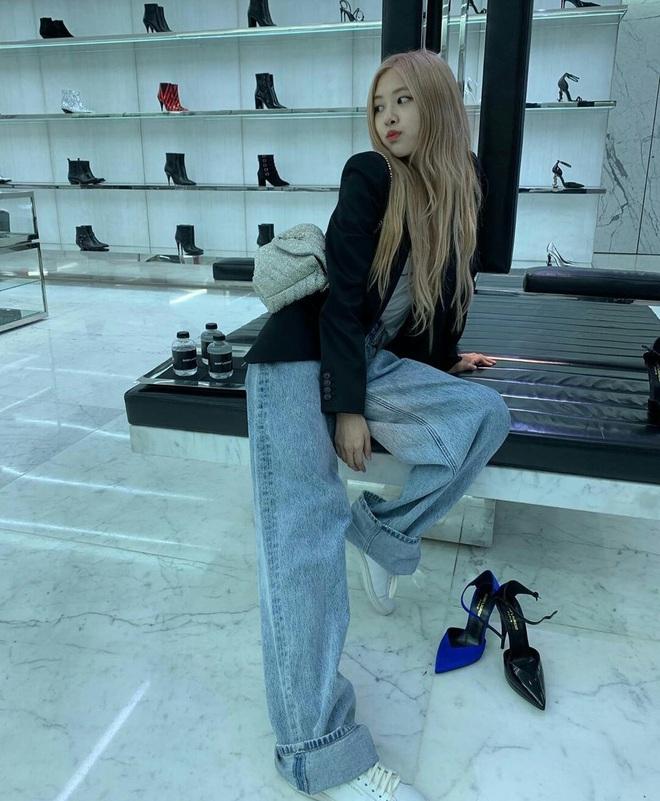 Sao Hàn có đến 8 chiêu nâng tầm sang xịn cho quần baggy jeans, copy theo thì style của bạn cũng thăng điểm tức thì - ảnh 2