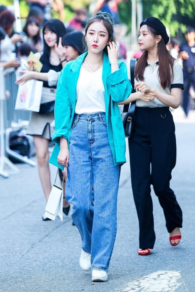Sao Hàn có đến 8 chiêu nâng tầm sang xịn cho quần baggy jeans, copy theo thì style của bạn cũng thăng điểm tức thì - ảnh 5