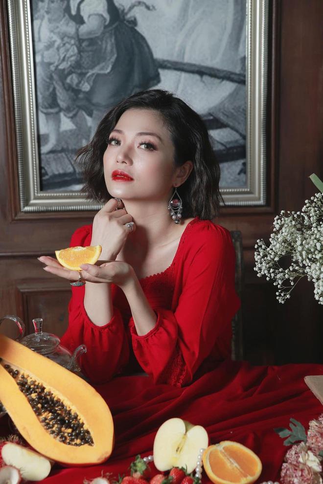 Chị Nhung Kiều Anh Phía Trước Là Bầu Trời bất ngờ thông báo đã kết hôn, công khai thể hiện tình cảm với nửa kia - ảnh 4