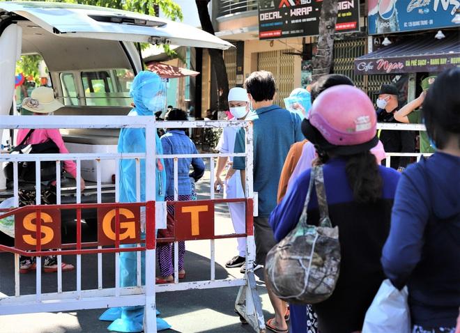 Lịch trình phức tạp của 8 ca Covid-19 vừa công bố ở Quảng Nam: Dự đám tang, đi công viên và tiếp xúc nhiều công nhân tại xưởng may - ảnh 1
