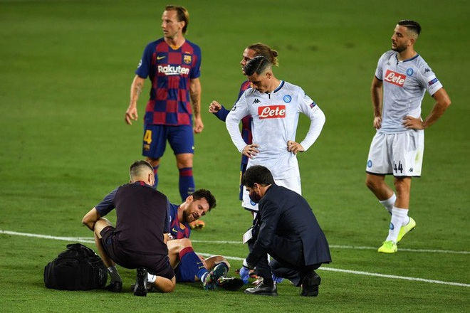 Cận cảnh tình huống Messi liều lĩnh khiến cả thế giới sợ hãi: Bị đá bay chân trụ vì thò chân ngăn đối thủ phá bóng - ảnh 3