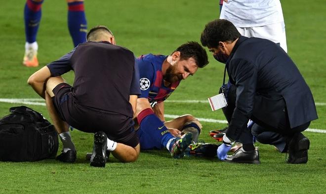 Cận cảnh tình huống Messi liều lĩnh khiến cả thế giới sợ hãi: Bị đá bay chân trụ vì thò chân ngăn đối thủ phá bóng - ảnh 4