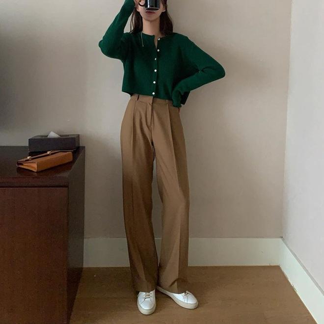 Cardigan dáng dài xưa rồi, chuẩn trend năm nay phải là cardigan lửng vừa hay ho lại vừa dễ mix đồ - Ảnh 1.