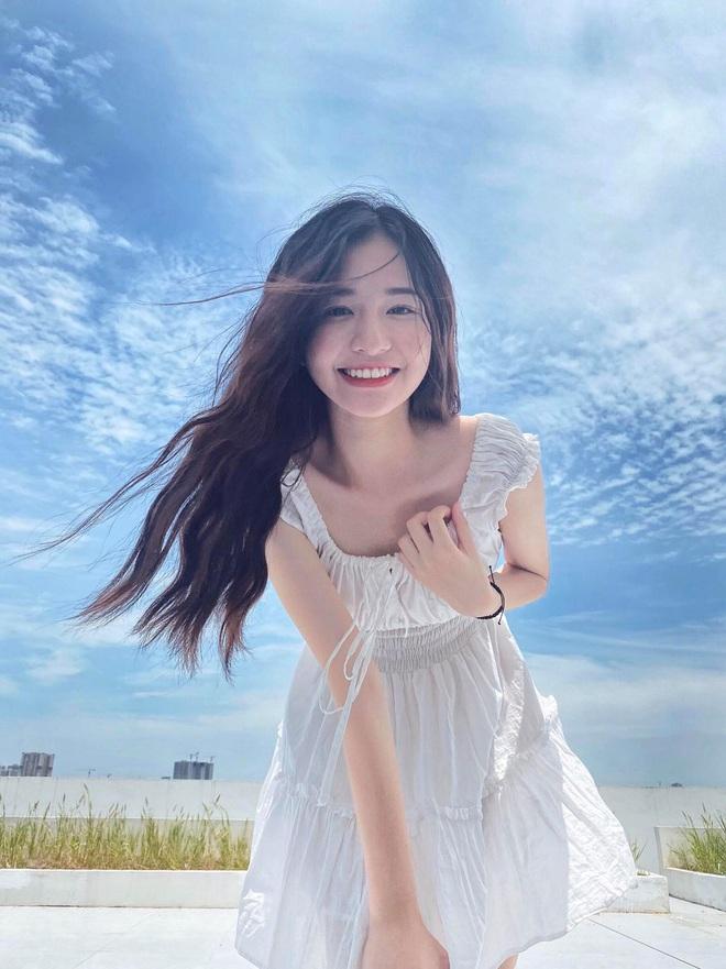 Thêm một cô gái gia nhập làng WAGs Việt: Bạn gái tuyển thủ U23 Việt Nam, nhan sắc thanh thuần, xinh đẹp - ảnh 3
