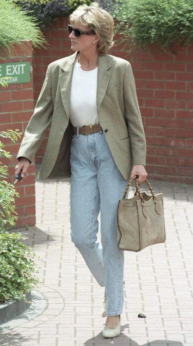 11 set đồ chuẩn đẹp học từ Công nương Diana giúp nàng công sở lên đời phong cách - Ảnh 1.