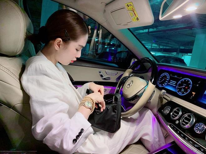 4 tổng tài đời thực nổi tiếng Vbiz: Ngọc Trinh - Hương Giang thành cặp nữ CEO, Sơn Tùng thu về 51 tỷ lãi ròng cùng công ty - Ảnh 4.