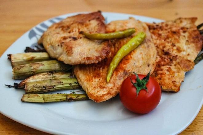 Thực đơn ăn kiêng 7 ngày với ức gà vừa ngon mắt, ngon miệng vừa giúp bạn dễ dàng đánh bay 3kg mỡ thừa - ảnh 8